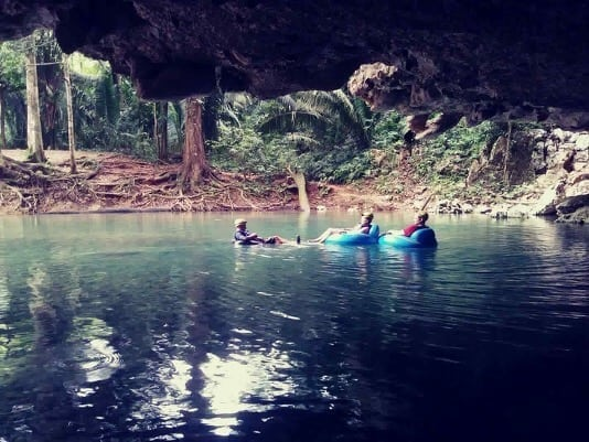 couple cave tubing